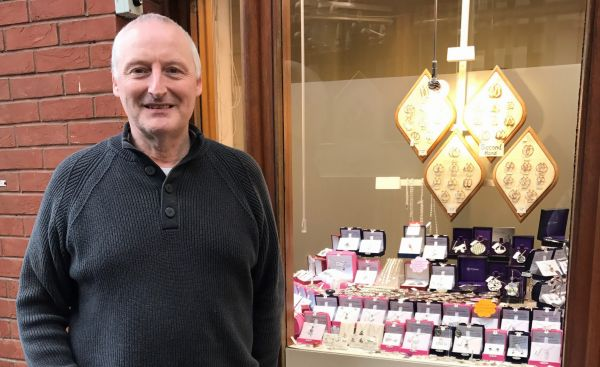Glittering 40-year career for Galleries' jeweller Colin Cawley